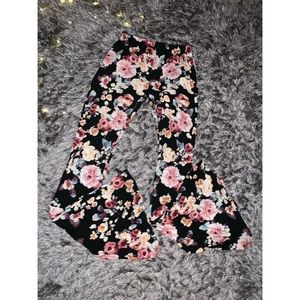 Floral flare pants 🌸